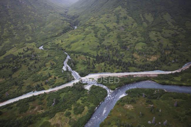 Williamsport-Pile Bucht Portage Straße und Chinkelyes Creek, Chigmit Mountains; Alaska, Vereinigte Staaten von Amerika — Stockfoto