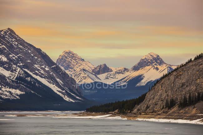 Альберта гір та озер; Альберта, Канада — стокове фото