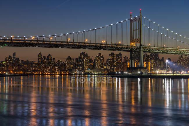 Rfk Triboro Bridge At Twilight; Nova Iorque, Nova Iorque, Estados Unidos da América — Fotografia de Stock