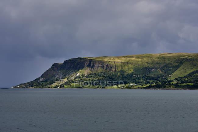 Green Cliffs Along The Atlantic Coast; Ireland — Stock Photo