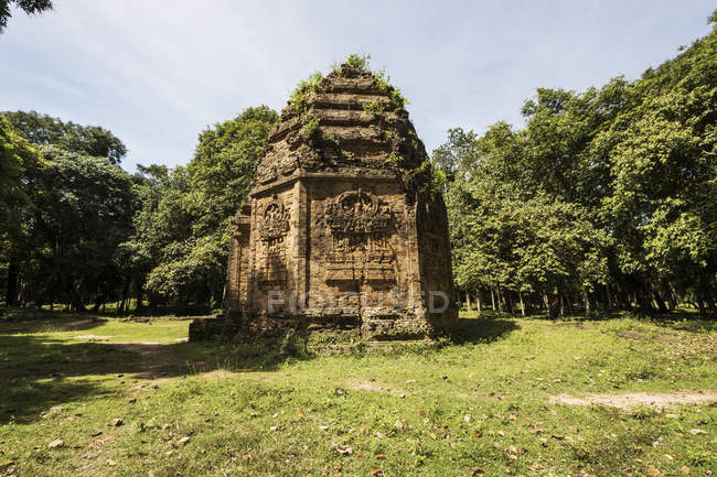 Octagonal N7 Tower in Prasat Sambor, the North Group, Sambor Prei Kuk; Kompong Thom, Cambodia — Stock Photo