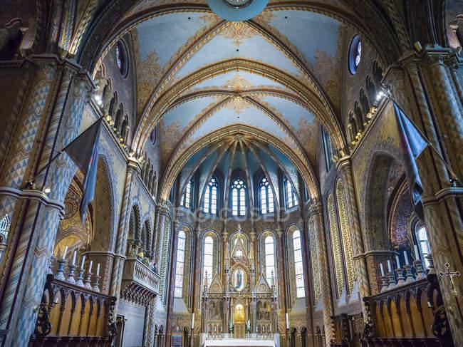 Innenraum der Liebfrauenkirche, einer römisch-katholischen Kirche im Burgviertel von Buda; buda, budapest, ungarisch — Stockfoto