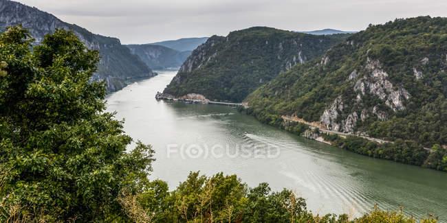 Die Donau tagsüber; Tekija, Mehedini County, Serbien — Stockfoto