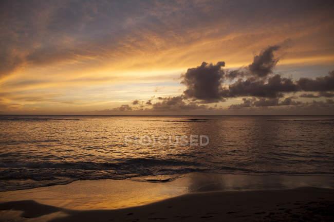Sunset at Ke 'e beach, Ha' ena State Park; Hanalei, Kauai, Hawaii, United States of America — стоковое фото