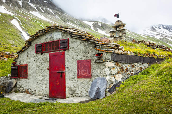 Old ruins at Val Veni, Alps; Aosta Valley, Italy — Stock Photo