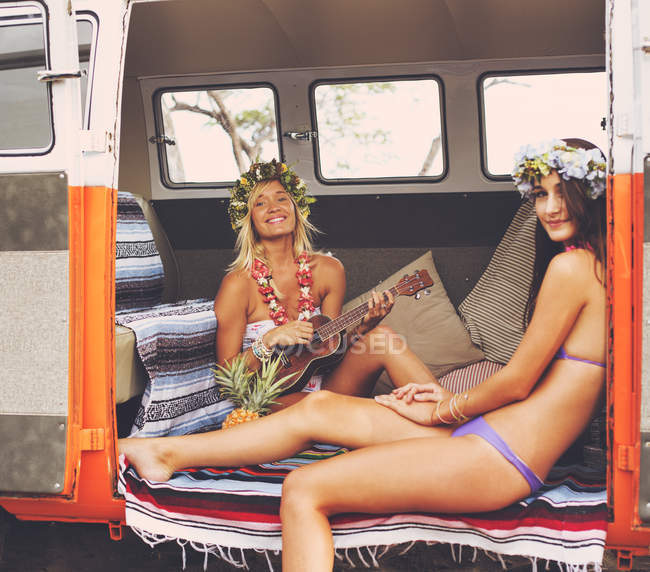Beach Lifestyle. Beautiful Young Surfer Girls Having Fun Hanging Out In Vintage Surf Van. Best Friends. — Stock Photo