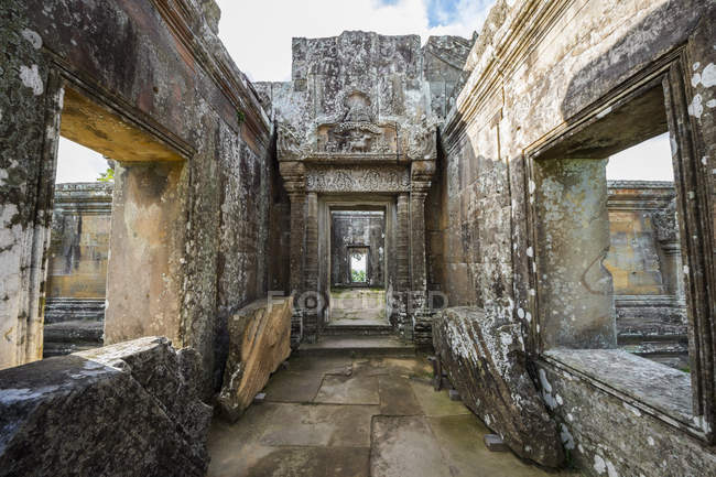 Bassorilievo sull'architrave all'interno del Gopura Iii, Preah Vihear Temple; Preah Vihear, Cambogia — Foto stock