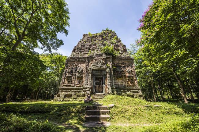Tower in Prasat Yeah Puon, the South Group, Sambor Prei Kuk; Kompong Thom, Cambodia — Stock Photo