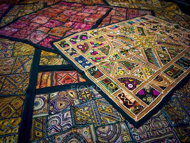 Display of colourful and decorative textiles; Jaisalmer, Rajasthan, India — Stock Photo
