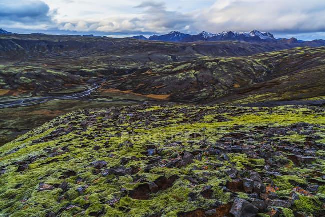 Une vue sur les hauts plateaux d'Islande le long de la côte sud — Photo de stock