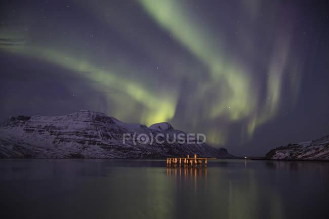 Aurora Borealis, или Северное сияние; Джупавик, Западные фьорды, Исландия — стоковое фото