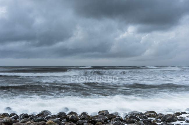 Stormy weather stirs up the restless Pacific Ocean, Seaside, Oregon, United States of America — Stock Photo