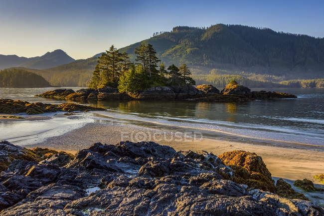 Scenic view of the Genevieve Range from Benson Point on Nootka Island, Nuchatlitz Provincial Park, British Columbia, Canada — Stock Photo