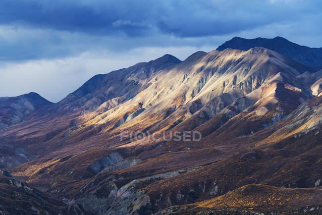 Vue majestueuse des monts St-Elias de Parc National Kluane et réserve, Haines Junction, Yukon, Canada — Photo de stock