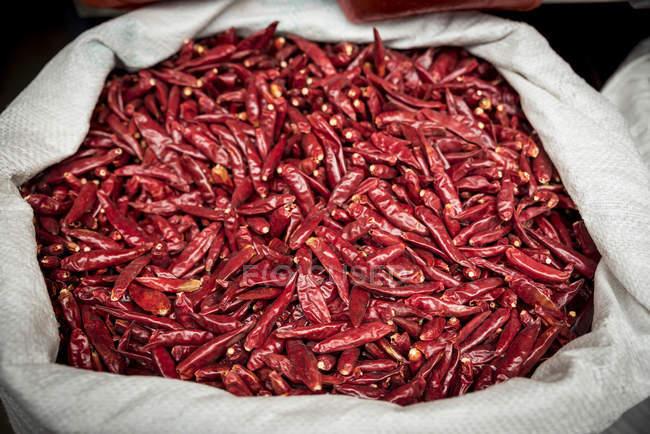 Pimientos rojos secos para la venta; Xian, Shaanxi provincia, China - foto de stock