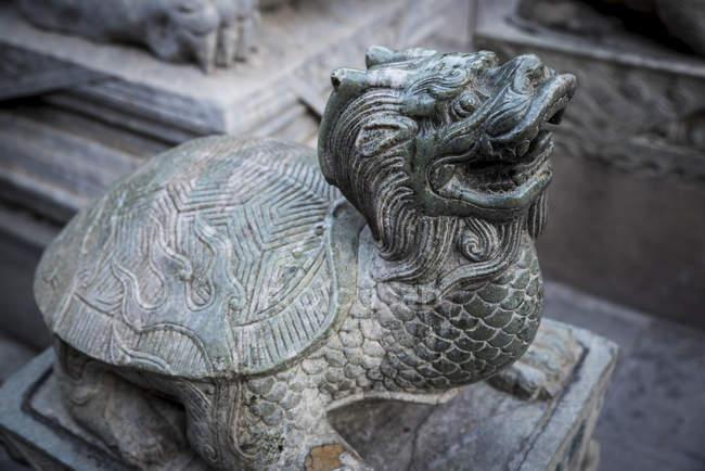 Драконья черепаха скульптура в Храм ламы, район Дунчэн; Пекин, Китай — стоковое фото