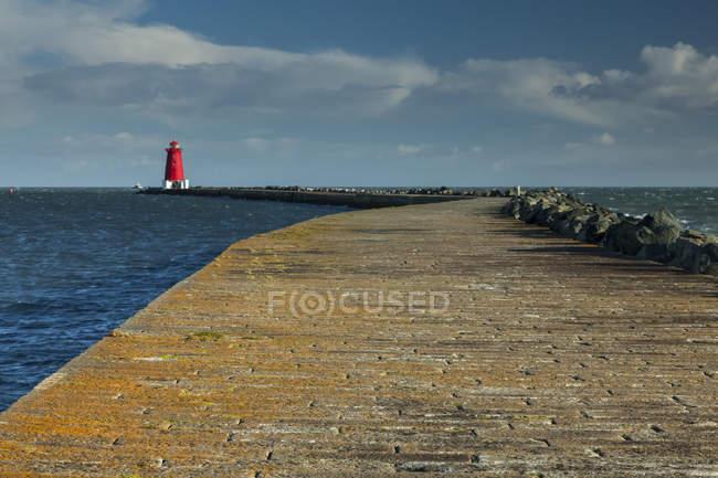 Poolbeg маяк в порту города Дублин; Дублин, Ленстере, Ирландия — стоковое фото