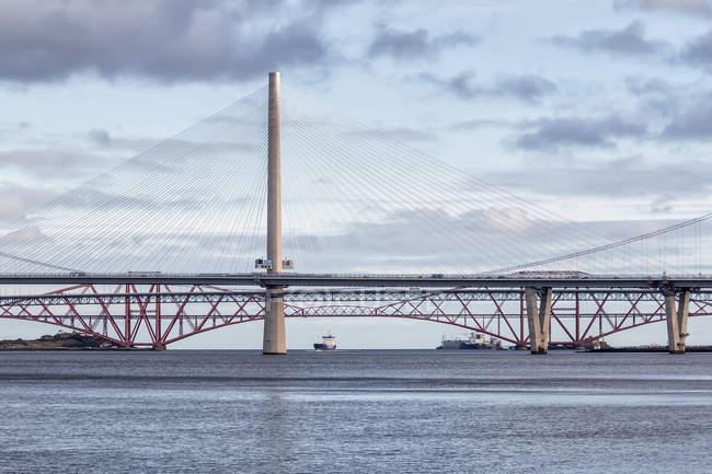 Três pontes sobre o Firth of Forth; Queensferry, Escócia — Fotografia de Stock