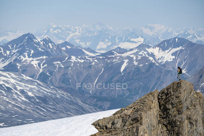 Woman enjoying an afternoon amongst the mountains and glaciers of Kluane National Park and Reserve; Haines Junction, Yukon, Canada — Stock Photo
