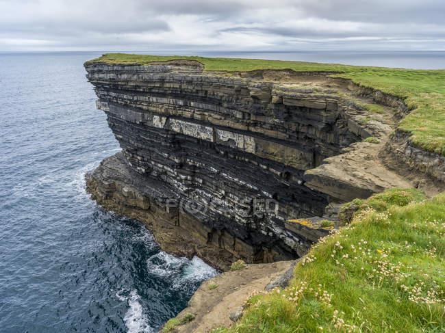 Scenic view of Downpatrick Head, along the coastline of County Mayo, Killala, County Mayo, Ireland — Stock Photo