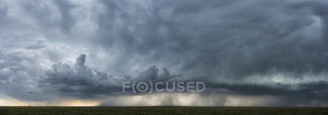 Dramatic sky over the landscape during storm in the middle west of the United States, Kansas, United States of America — стоковое фото