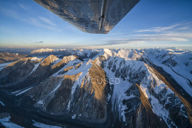 Aerial image of the Saint Elias mountains in Kluane National Park and Reserve with a view of the bottom of an airplane wing; Haines Junction, Yukon, Canada — Stock Photo