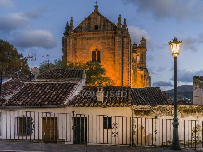 Iglesia de Santa Maria La Mayor al atardecer; Ronda, Málaga, España - foto de stock