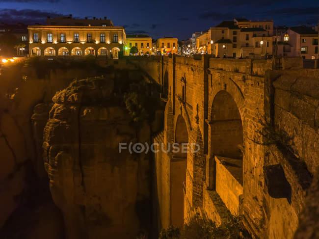 Vista panorámica del Puente Nuevo; Ronda, España - foto de stock