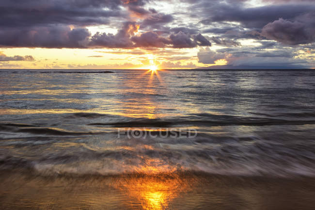 Beach sunset with soft water; Kihei, Maui, Hawaii, United States of America — Stock Photo