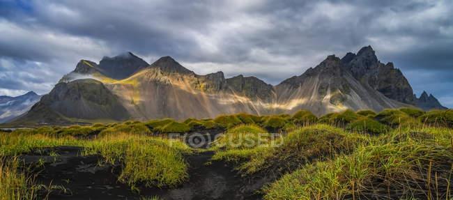 Vista panoramica di maestoso paesaggio a sud-est dell'Islanda; Islanda — Foto stock
