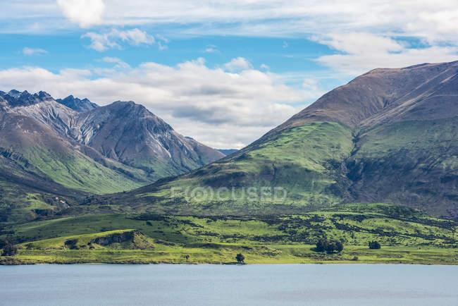 Beautiful Lake Wakatipu view near Queenstown; South Island, New Zealand — Stock Photo