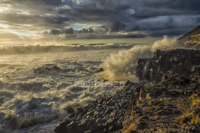 Scenic view of shoreline along the Western coast of Oahu, Hawaii, United States of America — Stock Photo
