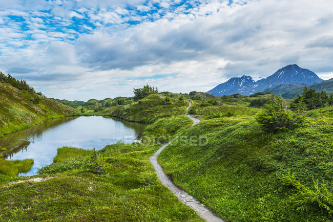 Trail leading to Lost Lake high in the mountains of the Kenai Peninsula, near Seward, Alaska, United States of America — Stock Photo