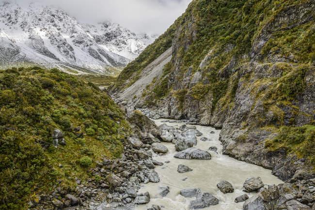 Брудні гірські річки по трасі Хукер долина, Гора Кук Національний парк; Південний острів, Нова Зеландія — стокове фото