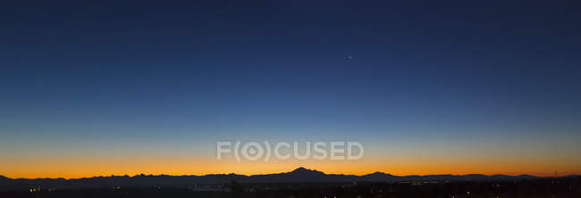 Sunset glowing over the horizon with a blue, starry sky, Surrey, British Columbia, Canada — Stock Photo