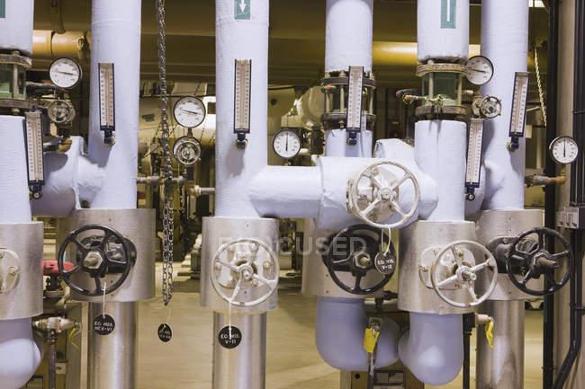 Innenansicht von Manometern in einer Wasseraufbereitungsanlage — Stockfoto