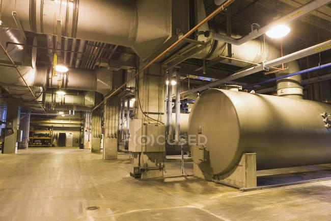 Vista interior do encanamento em uma estação de tratamento de água — Fotografia de Stock