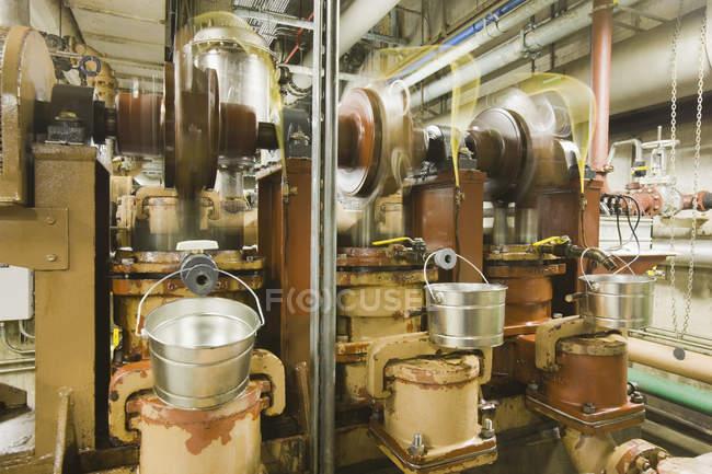 Innenansicht von Pumpen in einer Kläranlage — Stockfoto