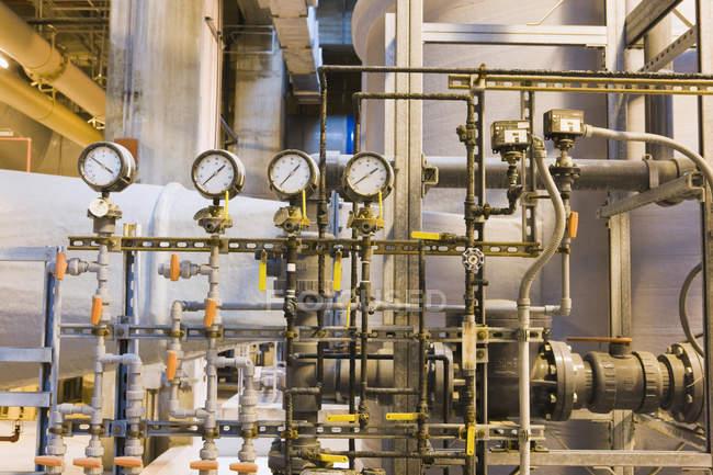 Lignes de boues dans une usine de traitement des eaux — Photo de stock