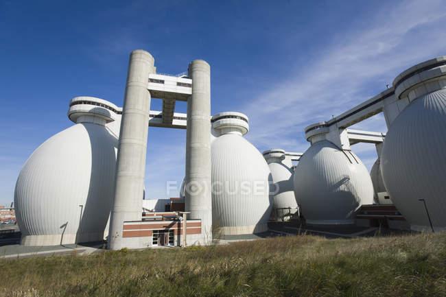 Tanques de digestor em uma estação de tratamento de água — Fotografia de Stock