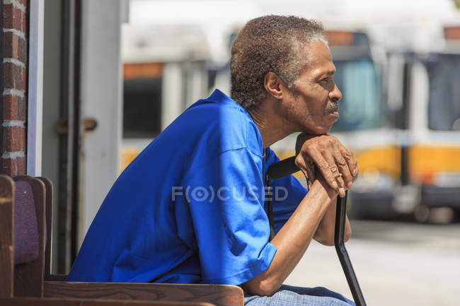Man with Traumatic Brain Injury waiting at the bus terminal — Stock Photo