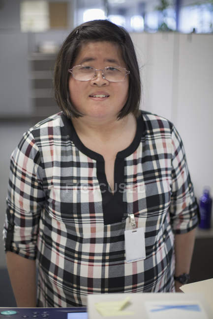 Asian woman with a Learning Disability working at a copy machine — Stock Photo