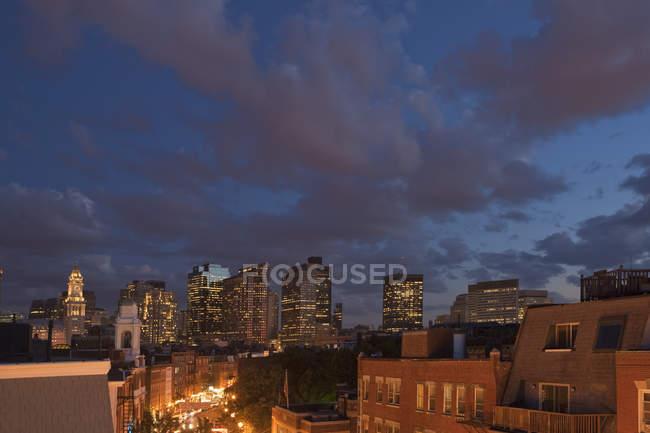 Місто вночі, Ганновер-стріт, Норт-Енд, Бостон, Массачусетс, Уса — стокове фото