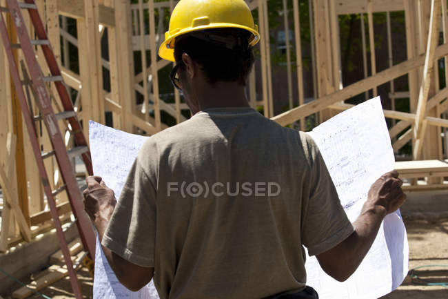 Construction manager reading a blueprint — Stock Photo
