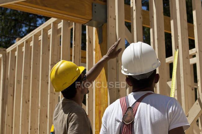 Карпати планують на будівельному майданчику. — стокове фото