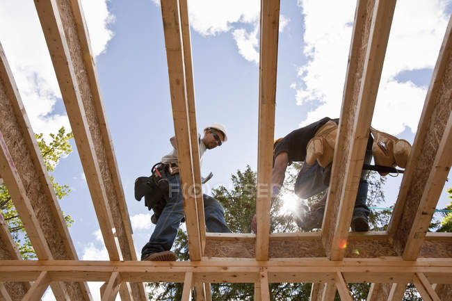 Carpenters working on second floor of a house — Stock Photo