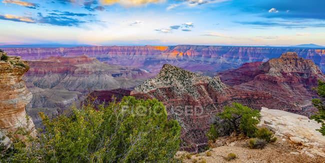 Сценічний вигляд Північного Ріма, Гранд - Каньйон; Арізона, Сполучені Штати Америки. — стокове фото