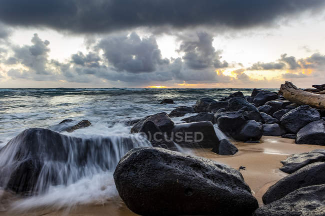 Vue panoramique du paysage fascinant à la plage de Kapaa, Kauai, Hawaï, États-Unis d'Amérique — Photo de stock
