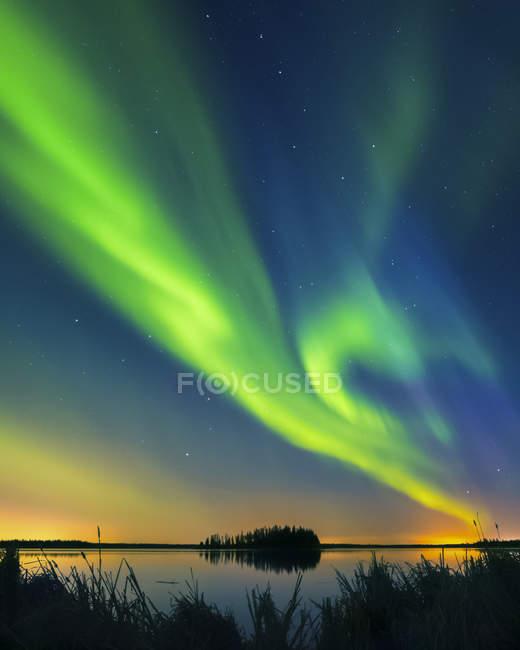 Northern Lights (Aurora Borealis), Elk Island National Park; Альберта, Канада — стоковое фото