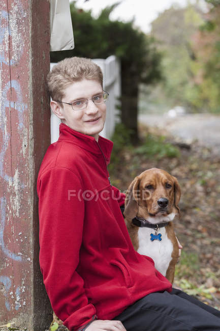 Boy with Anxiety Disorder and his therapy dog — Stock Photo